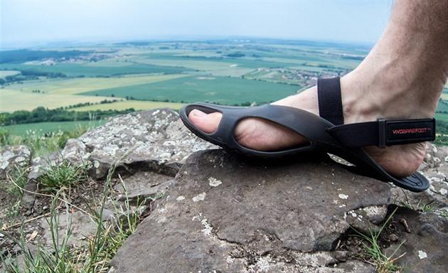 TEST  V sandálech Vivobarefoot Achilles jsem vyběhl až na Říp - iDNES.cz c61b59faa9