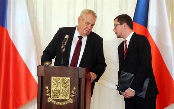Prezident Milos Zeman Se Svym Mluvcim Jirim Ovcackem Na Tiskove Konferenci