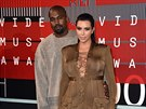 Kanye West a Kim Kardashianová na MTV Video Music Awards (Los Angeles, 30....