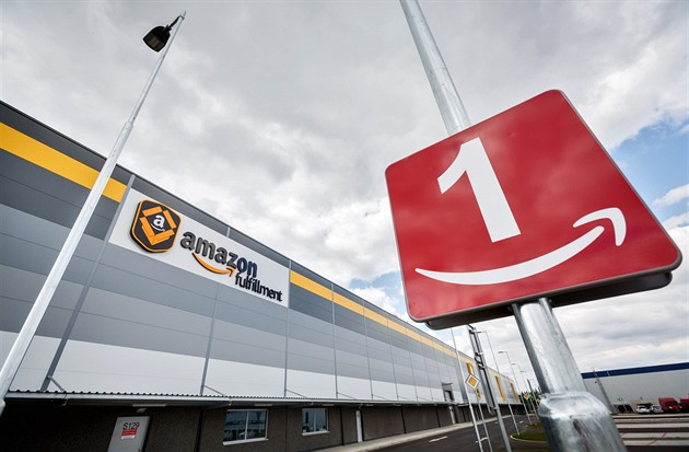 Amazon zvyšuje mzdy. Řadoví pracovníci budou vydělávat až 175 korun na hodinu