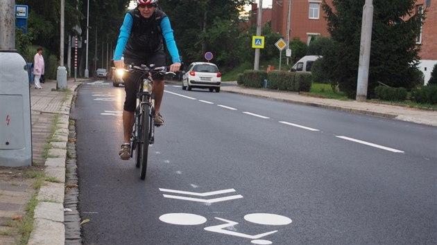 4606d79fe1a Cyklistické piktogramy na Štefánikově ulici ve Zlíně.