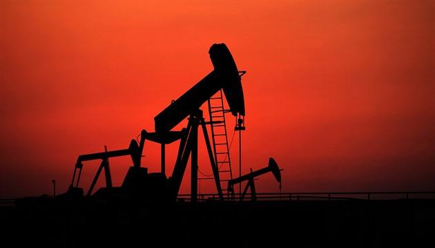 Nad ropou se smráká. Budoucnost patří mědi a lithiu, věští odborníci