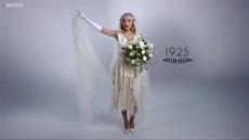 Sto let svatebních šatů 5aaf996236