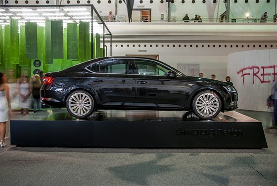 Škoda Superb Black Crystal