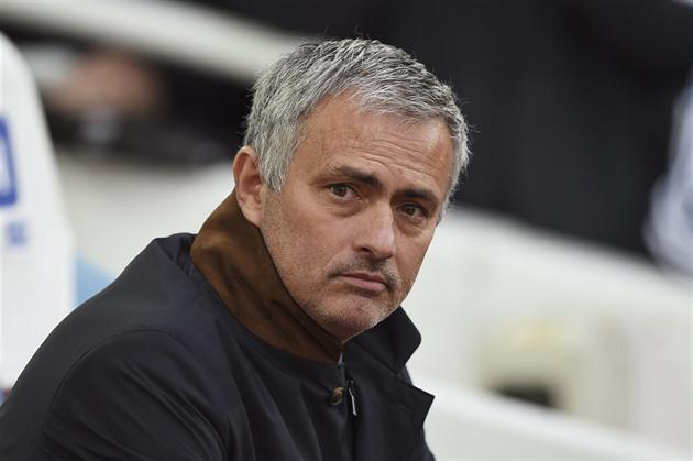 Sept mois après le titre. Mourinho n'est plus un entraîneur de Chelsea