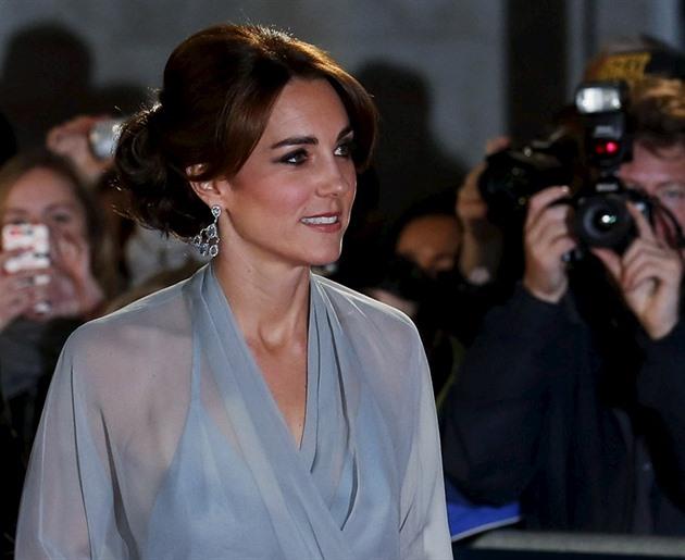ab6f5f980360 Vévodkyně Kate se setkala s Bondem