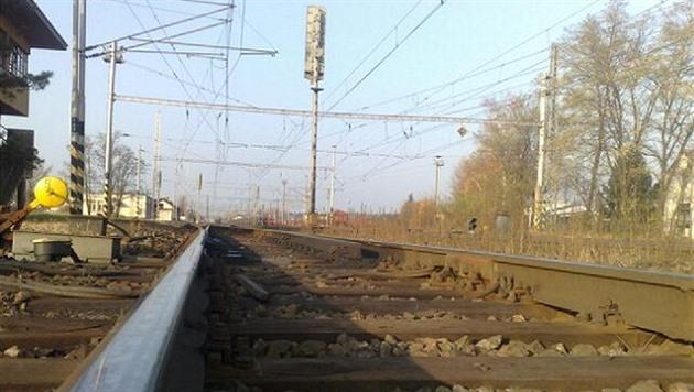 Srážka vlaku s člověkem omezuje provoz na koridoru u Pardubic