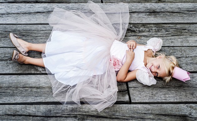 e235f7f3035c Scénografka šije malým princeznám šaty jako ze staré truhly na půdě -  iDNES.cz