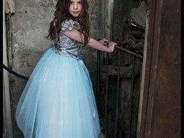 2e0834e91a05 Scénografka šije malým princeznám šaty jako ze staré truhly na půdě ...
