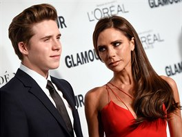 Brooklyn Beckham a Victoria Beckhamová na Glamour Women of the Year Awards (New...