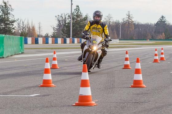 Rok tvrdšího výcviku motorkářů  ubylo autoškol i zájemců o řidičák ... c7e7338bbd