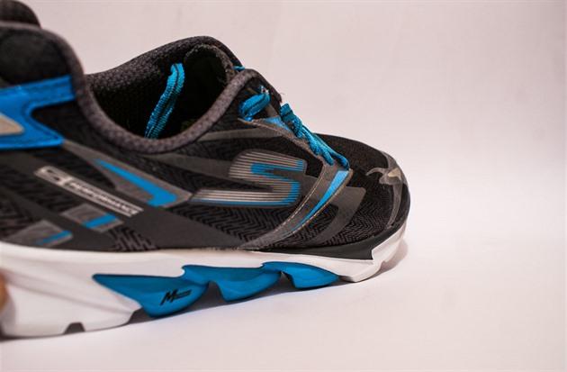 TEST  Extrémně lehké tréninkové silniční boty Skechers ... 8391aa79a2d