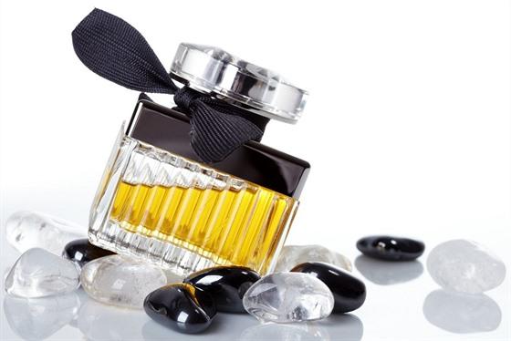 845c822cec Jak se voní Češky  Nejprodávanější parfémy roku 2015 jsou květinové ...