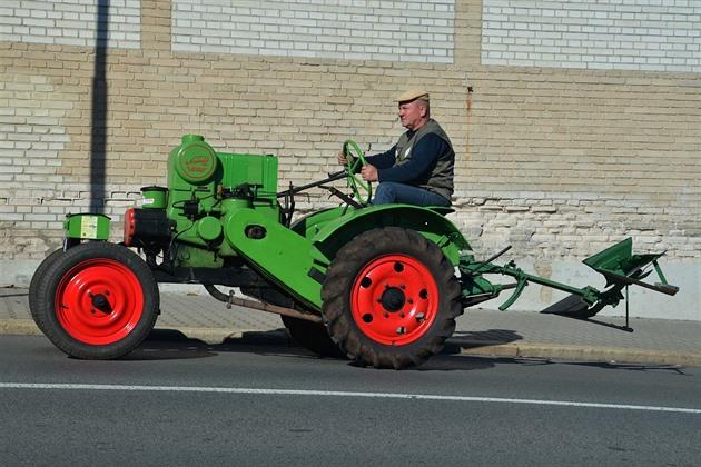 Lepší český než německý. Nejoblíbenější traktor z Kosmonos má 80 let
