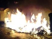 V noci na sobotu shořelo ve Velkém Meziříčí třináct kontejnerů na odpad....