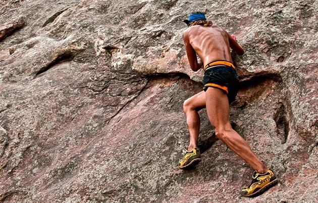 b988be12d92 Polonahý vousáč Tony Krupicka opouští New Balance a tak trochu i běhání