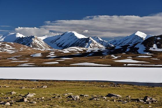 Jedno z mnoha jezer na náhorní planině ve výšce 3800 metrů