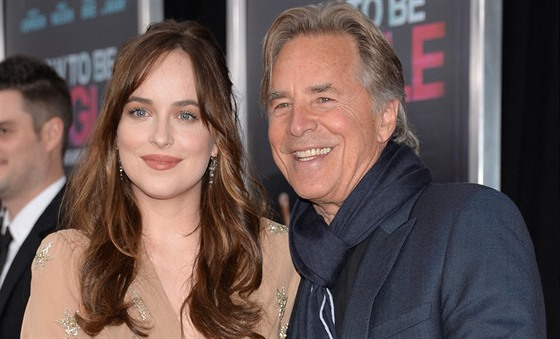 Dakota Johnsonová a její otec Don Johnson (New York, 3. února 2016)