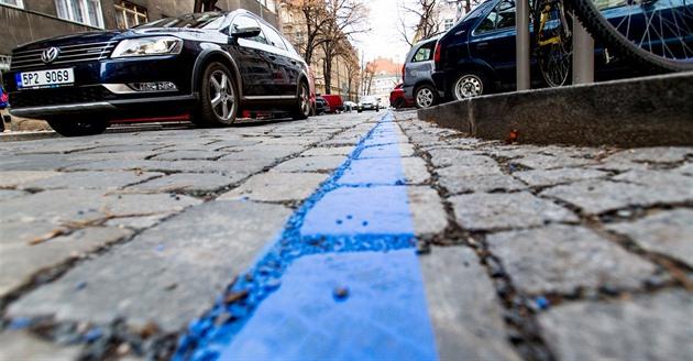 Útok na modré zóny, sdílená auta chtějí parkovat levněji