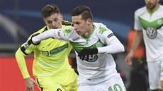 A TEĎ SMĚR BRÁNA. Julian Draxler z Wolfsburgu v akci proti Gentu. a5ba933db6