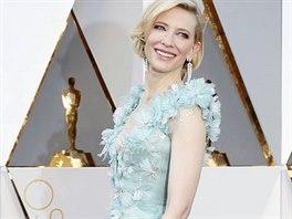 09a57172c94 Cate Blanchettová zvolila na předávání Oscarů tyrkysové šaty s vlečkou a.