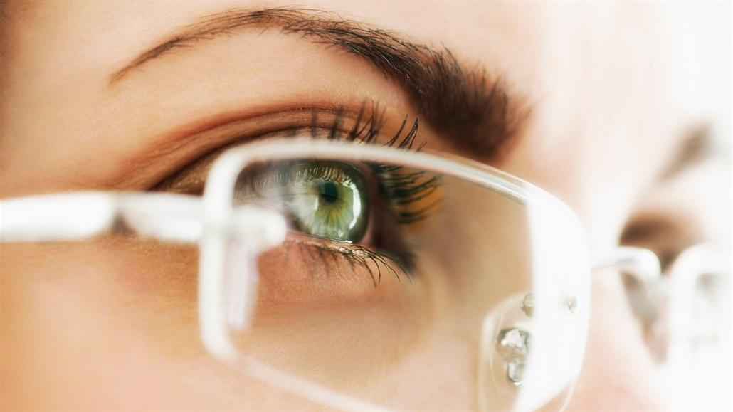 677973ba3 Oční vady se mění podle věku. Kdy hrozí krátkozrakost a kdy suché ...