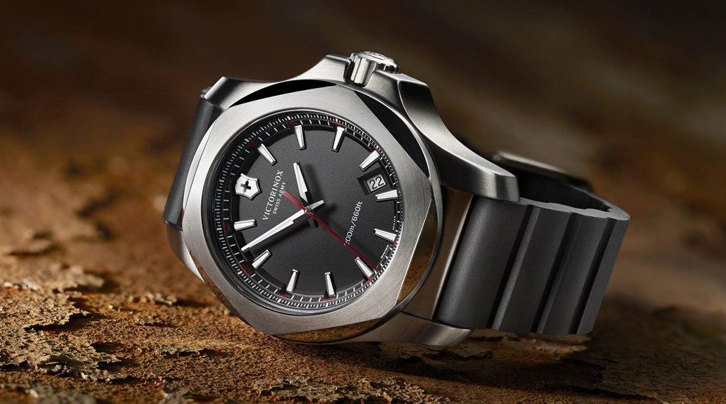 614eced19 Odolným hodinkám Victorinox I.N.O.X. připravil Acer chytrou nadstavbu.