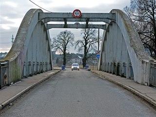 Provoz na mostě přes Orlici je v současnosti kyvadlový.