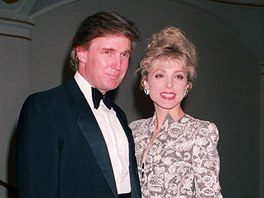 Donald Trump a Marla Maplesová (New York, 24. září 1992)