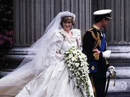 Obrazem Knezna Grace I Princezna Diana Slavne Svatebni Saty Idnes Cz