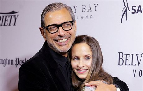 Jeff Goldblum a Emilie Livingstonová (Washington, 29. dubna 2016)