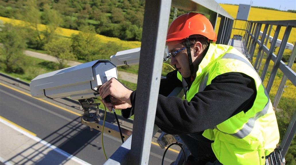 Instalace kamerového radarového systému v zúžení na D1.