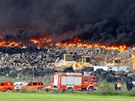 Požár skládky pneumatik v Madridu (13. květen 2016)
