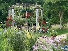 Květiny tu mají tisíce barev a vůní a jsou živoucí továrnou na lidské zdraví a...