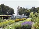 Na 4,5 hektarech zahrad a vlastních a pronajatých polností se pěstuje několik...
