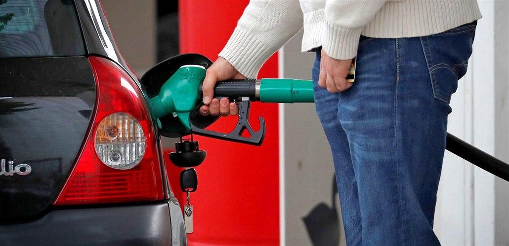 Německo chystá daň na podporu elektroaut, nafta podraží o 13 korun