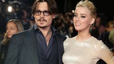 Johnny Depp a Amber Heardová (Los Angeles, 3. listopadu 2011)