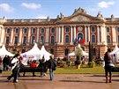 Radnice i městská opera ve vznešené budově na hlavním náměstí francouzského...