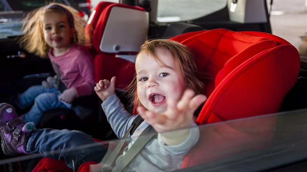 aee6b1deca6 Dětské autosedačky jsou od 1.7.2006 povinné na všech typech komunikací.