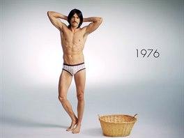 c5b963573c5 VIDEO  100 let pánského prádla. Od kombinézy po barevné boxerky ...