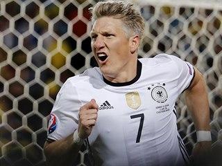 Německý reprezentant Bastian Schweinsteiger se raduje z gólu v utkání Eura...