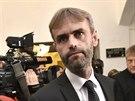 Odcházející ředitel Útvaru pro odhalování organizovaného zločinu (ÚOOZ) Robert Šlachta přichází na sněmovní bezpečnostní výbor. (23. června 2016)