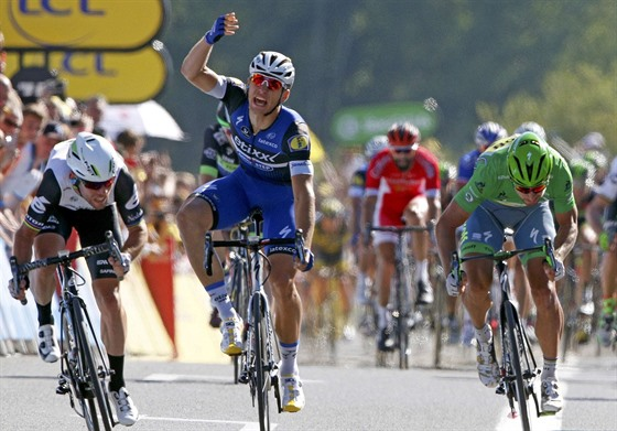 SPURTERSKÝ SOUBOJ. Marcel Kittel rozhazuje rukama, Mark Cavendish mu vjel do...