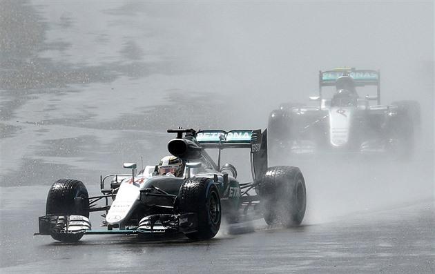 Potvrdí Hamilton dominanci z kvalifikace? Sledujte Velkou cenu Británie