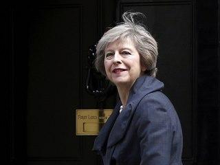 Theresa Mayová se stala druhou premiérkou v dějinách Spojeného království (13....