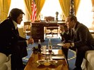 Michael Shannon a Kevin Spacey ve filmu Elvis & Nixon