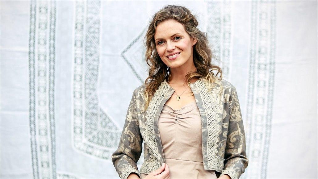 Folklorní móda dobývá svět. Nosí ji i manželka amerického velvyslance