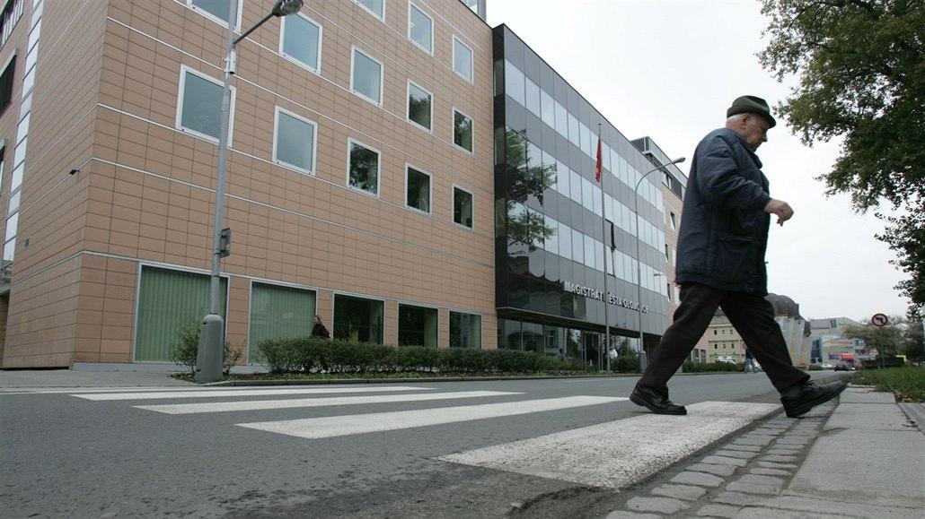 V Chotěšově srazilo na přechodu auto chodce, skončil v nemocnici
