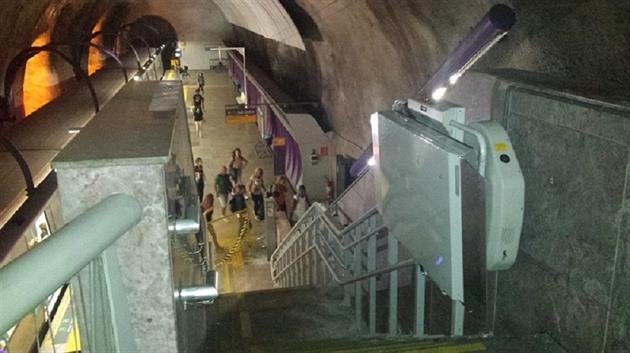 Jedna z plošin firmy Altech, která slouží v metru v brazilském Riu.