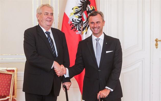 Zeman vstoupil do rakouské kampaně. Hofer mu na Hrad přivezl dort